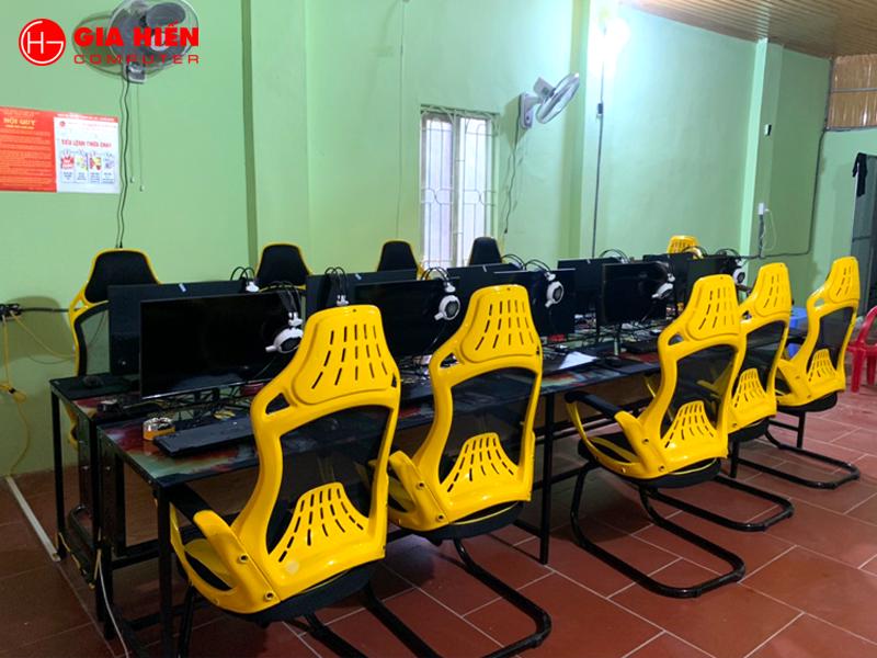 Hệ thống bàn ghế được đầu tư bài bản.