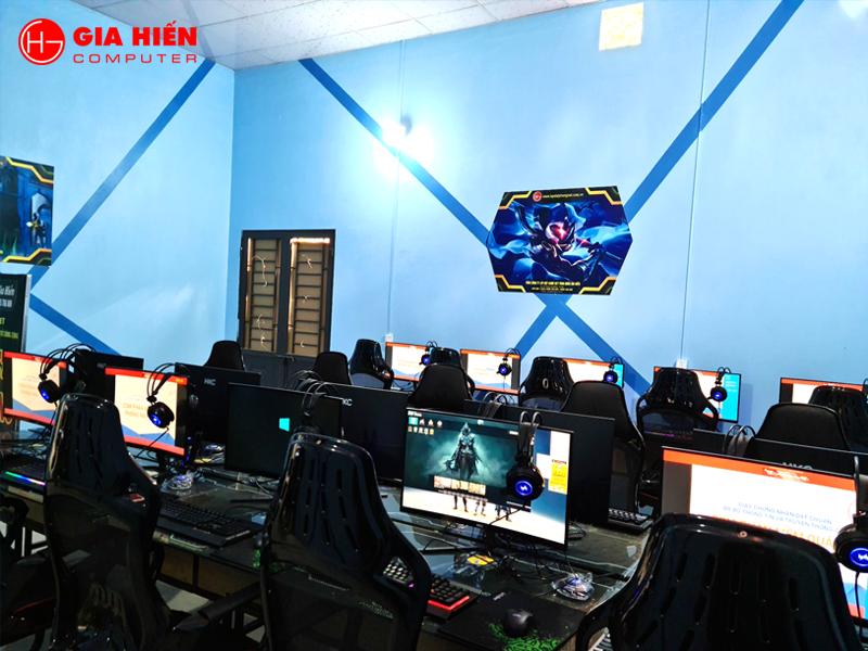 Phòng game được trang trí tranh ảnh tăng tính thẩm mỹ cho nội thất.
