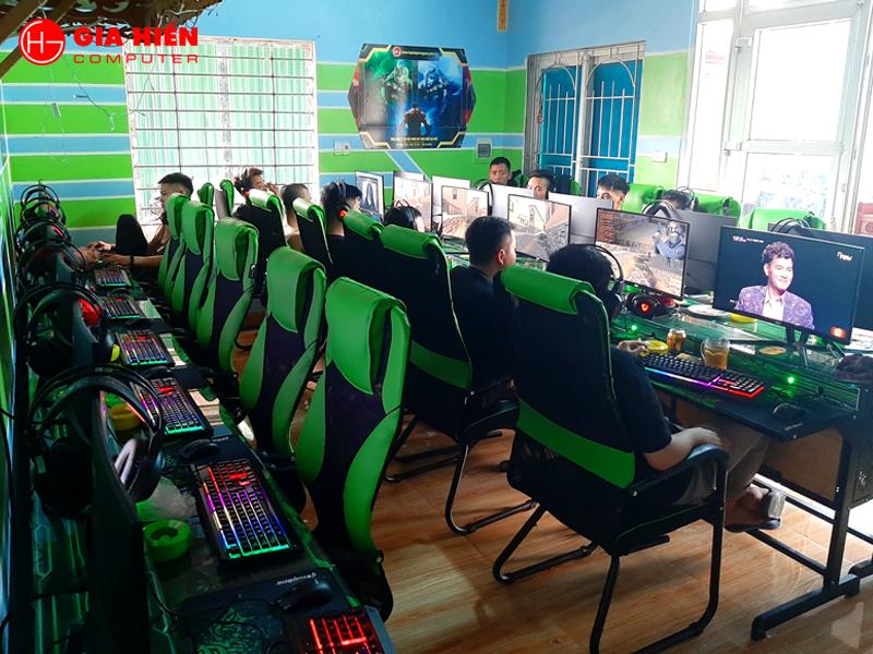 Phòng game được sơn, trang trí với tông màu Xanh chủ đạo.