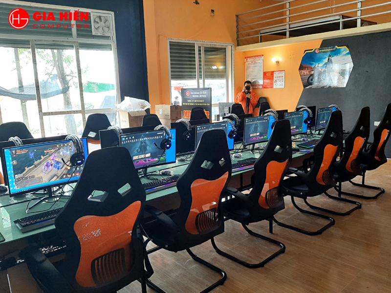 Hệ thống bàn 1 mặt phẳng, ghế chuyên game mang đến sự chuyên nghiệp, hiện đại.