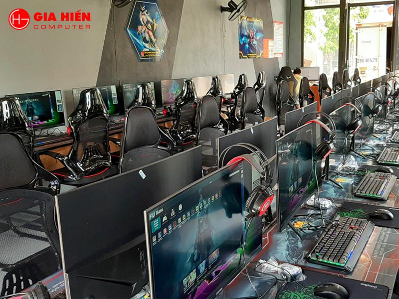 Hệ thống bàn ghế được đầu tư hiện đại và chuyên nghiệp.